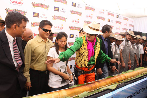 Quick Gun Murugun With The World's Longest Dosa Ever Made